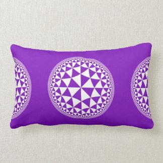 Y blanco mandala llenada triángulo púrpura cojines