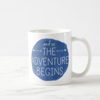 Y la aventura comienza tan taza básica blanca