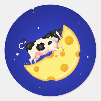 Y la vaca saltada sobre la luna del queso pegatina redonda