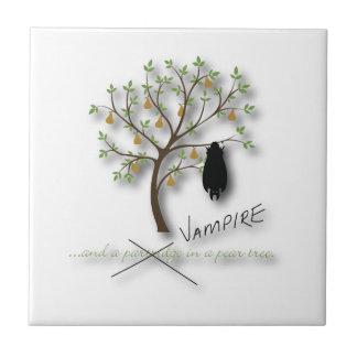 Y un vampiro en un peral azulejo cuadrado pequeño