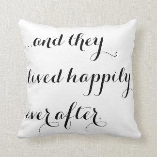 Y vivieron feliz nunca después de moda blanca negr almohada