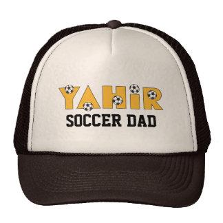 Yahir en oro del fútbol gorra
