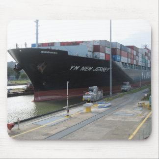 Yang Ming enters Panama Canal Mouse Pad