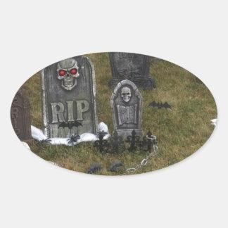Yarda grave de Halloween con las piedras Pegatina Ovalada