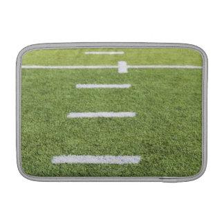 Yardlines en campo de fútbol funda macbook air