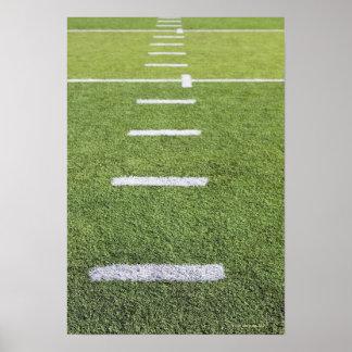 Yardlines en campo de fútbol póster