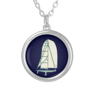 yatching laser class round pendant necklace