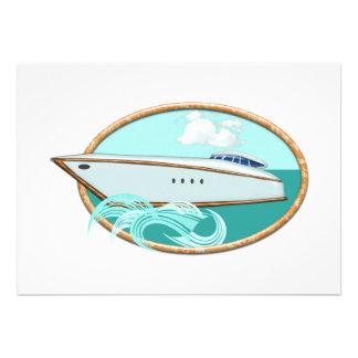 Yate aerodinámico en el mar y el cielo ovales
