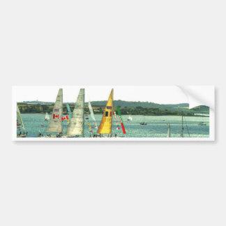 Yates de las podadoras que entran en el puerto del pegatina para auto