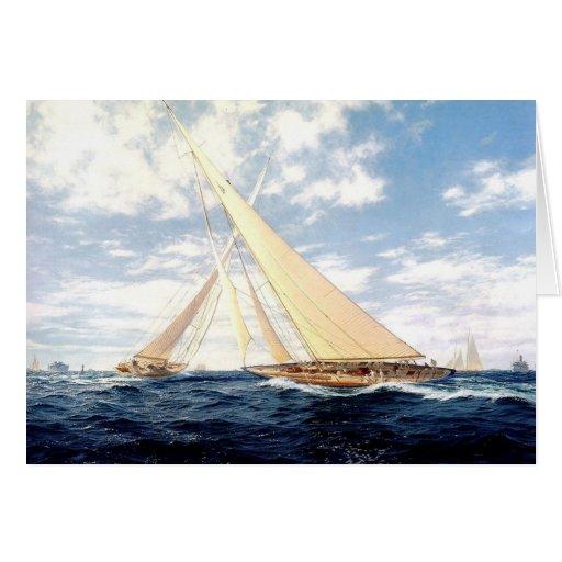Yates que compiten con en el mar tarjeta