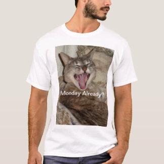 Yawning Cat basic tee