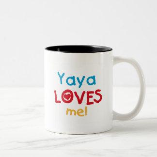 Yaya me ama las camisetas y los regalos taza de café