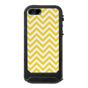 Beach Themed Yellow and White Zigzag Stripes Chevron Pattern Waterproof Case For iPhone SE/5/5s