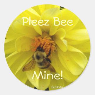 Yellow Dahlia Bumblebee Classic Round Sticker