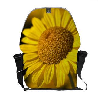 Yellow Daisy - Medium Messenger Bag Outside Print