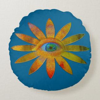 Yellowish Eye Flower Round Pillow