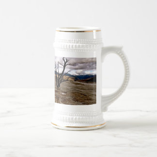 YELLOWSTONE VOLCANIC LANDSCAPE WITH DRY TREE 18 OZ BEER STEIN