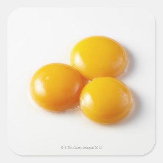 Yema de huevo tres pegatina cuadrada