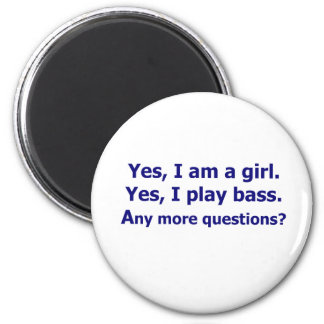 Yes I am a girl text only play bass dark blue Magnet