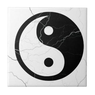 Yin blanco y negro y Yang Azulejo Cuadrado Pequeño