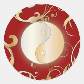 Yin de oro y Yang con las volutas Pegatina Redonda
