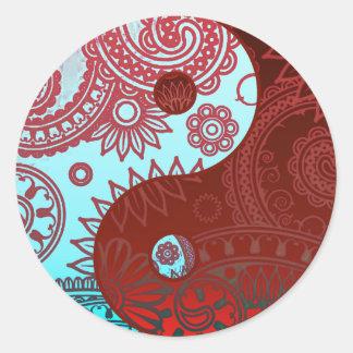Yin modelado Yang rojo y azul Pegatina Redonda
