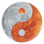 Yin que brilla intensamente y Yang Sun y placa del Plato