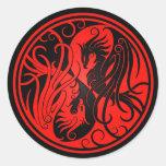 Yin rojo y negro Yang Phoenix Pegatina Redonda
