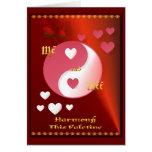 Yin y Yang en tarjeta del rosa caliente de la tarj