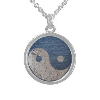 Yin Yang (arena y agua) Collar De Plata Esterlina