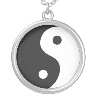 Yin Yang - blanco y negro Colgante Redondo