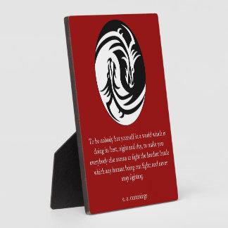 Yin Yang con cita de los Cummings de EE Placa De Madera