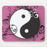 Yin-Yang con el movimiento en sentido vertical Alfombrilla De Raton