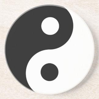 Yin Yang en la arena Posavasos Diseño
