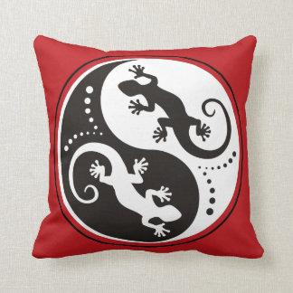 YIN & YANG Geckos black + your background idea Pillow