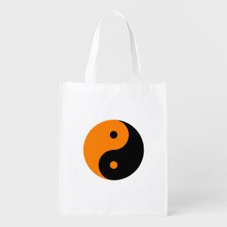 Yin Yang - negro del naranja Bolsa Reutilizable