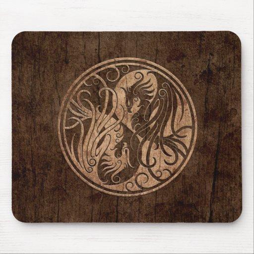 Yin Yang Phoenix con el efecto de madera del grano Tapete De Ratón