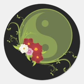Yin Yang y flores Pegatina Redonda