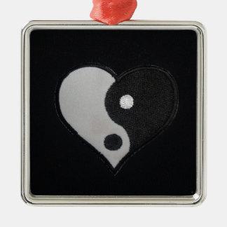 Ying Yang (productos del corazón de B&W) Adorno Cuadrado Plateado