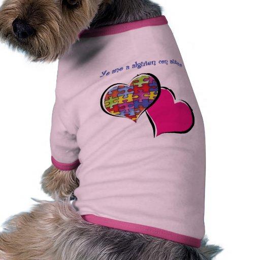 Yo amo a alguien con autismo camiseta con mangas para perro