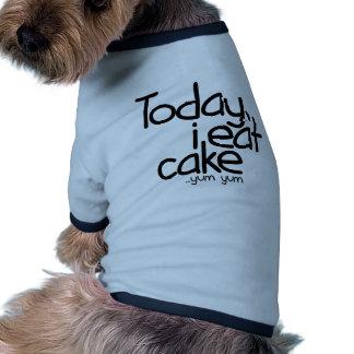 Yo como hoy la torta (el cumpleaños) camiseta con mangas para perro