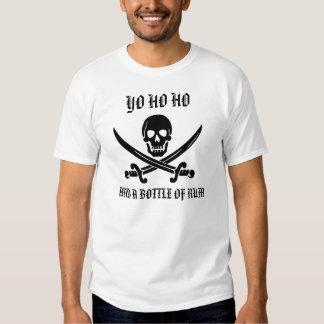 Yo Ho Ho y una botella de camisa del ron