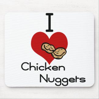 Yo pepitas de pollo del corazón-amor mousepads