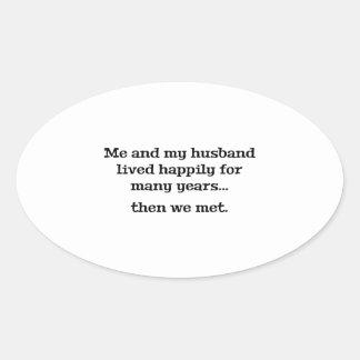 Yo y mi marido vivieron feliz durante muchos años pegatina ovalada