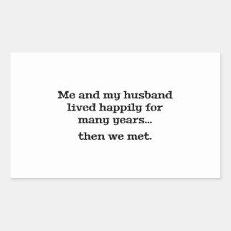 Yo y mi marido vivieron feliz durante muchos años pegatina rectangular
