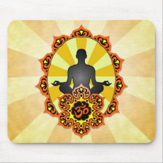 Yoga Aum de la meditación, naranja y amarillo Alfombrilla De Ratón