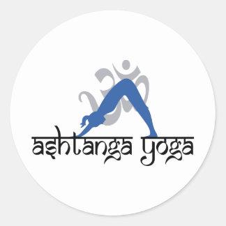 Yoga boca abajo de Ashtanga del perro Pegatina Redonda