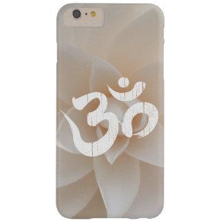 Yoga con clase del símbolo de OM de la flor blanca Funda Para iPhone 6 Plus Barely There