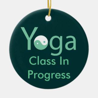 Yoga con la suspensión de puerta de Yin y de Yang