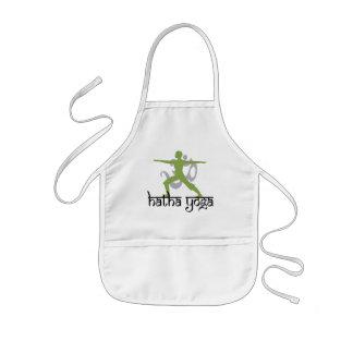 Yoga de Hatha de la actitud del guerrero II Delantal Infantil